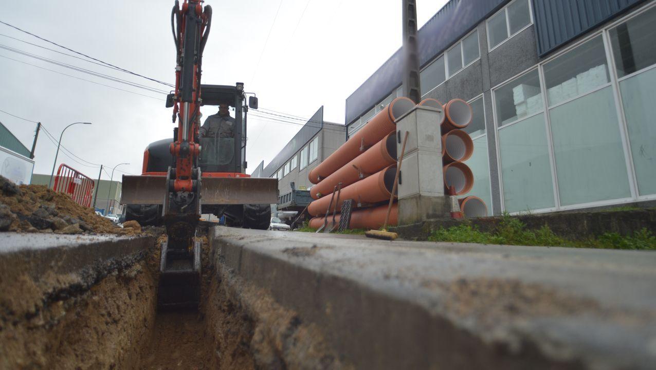 Obras en la carretera de Sabón a la autovía.El Parlamento de Galicia logró en diciembre del 2018 el apoyo mayoritario del Congreso para debatir la transferencia de la AP-9. La convocatoria de elecciones generales para abril imposibilitó el debate que ahora se pide sea retomado por tercera vez