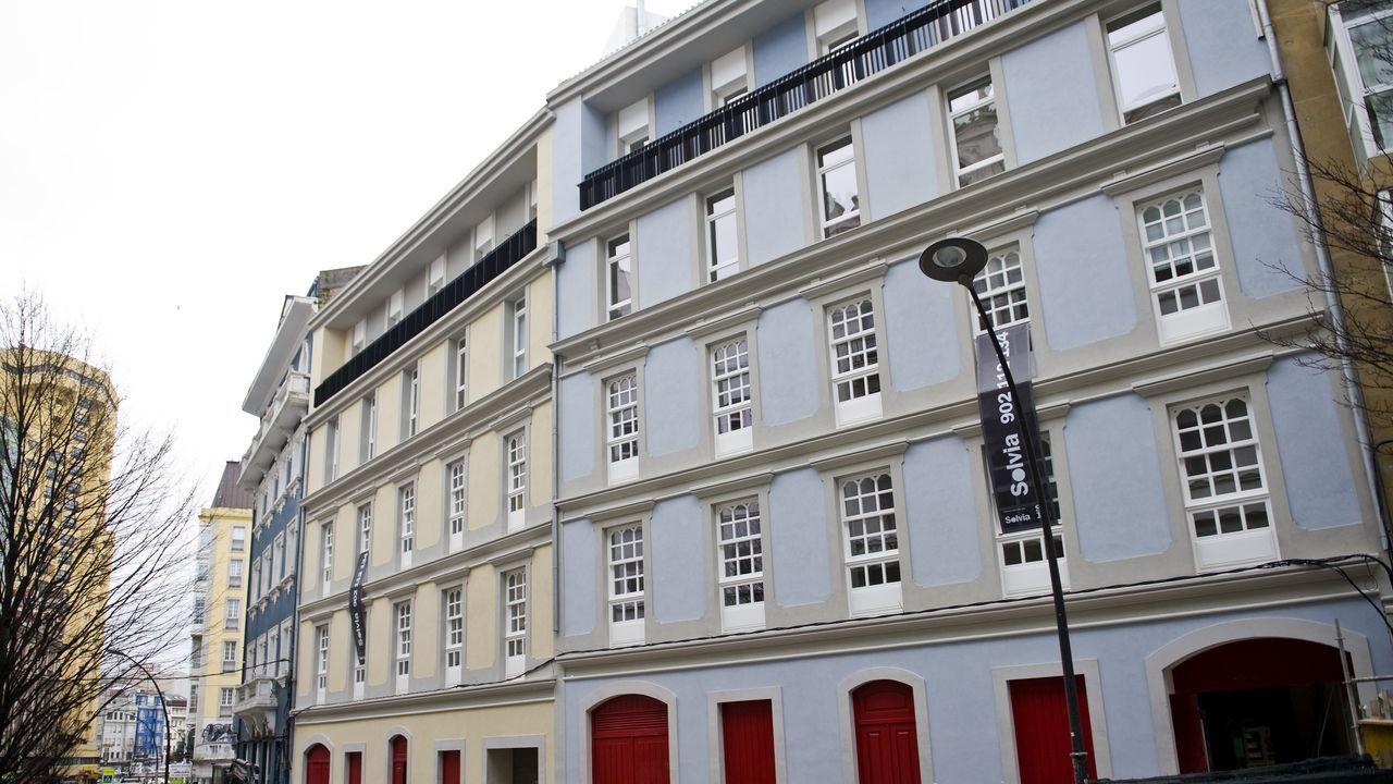 bonilla.Solvia publicita en su web una de las promociones más llamativas de A Coruña, la de estos dos edificios en la calle Fernández Latorre