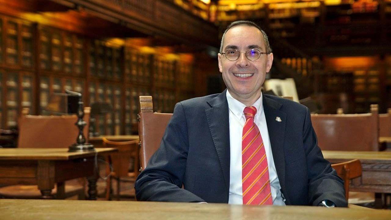 Leonor, con los premiados.El vicerrector de Organización Académica de la Universidad de Oviedo, Juan José del Coz