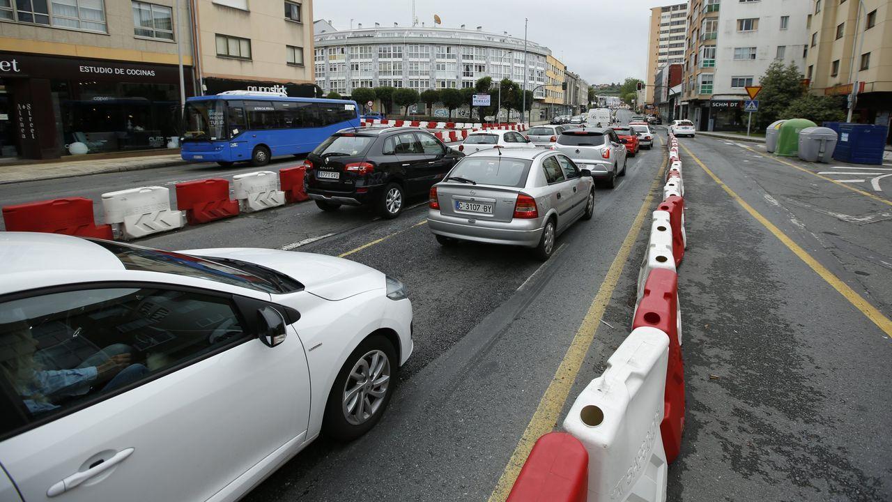Efectivos del Ejército de Tierra realizan labores de desinfección en el Aeropuerto de Asturias