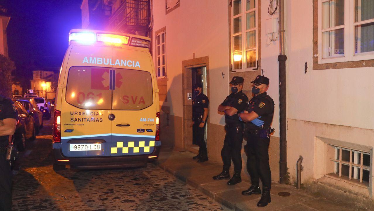 El terrible suceso se produjo en una vivienda de la calle Loureiros de Santiago, en la zona norte del casco histórico compostelano