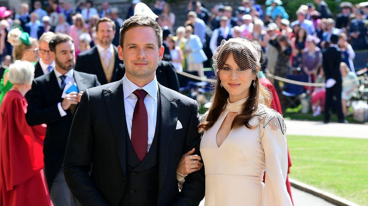 El actor Patrick J. Adams, marido de Meghan Markle en la serie «suits», junto a su mujer Troian Bellisario