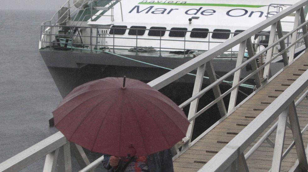Los transportes de la ría de Vigo, amarrados por el temporal.