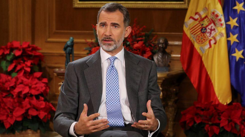 Felipe VI, sobre Cataluña: «El camino no puede llevar de nuevo al enfrentamiento y la exclusión».El presidente del Gobierno, Pedro Sánchez, al comienzo de la entrevista que concedió a TVE el 18 de junio