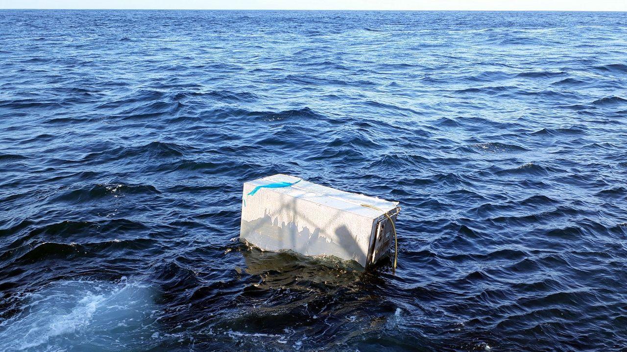 Así se vivió el rescate de las dos niñas atrapadas entre las rocas en Sanxenxo.Imagen de archivo de dos pateras rescatadas por la Guardia Civil en Alicante