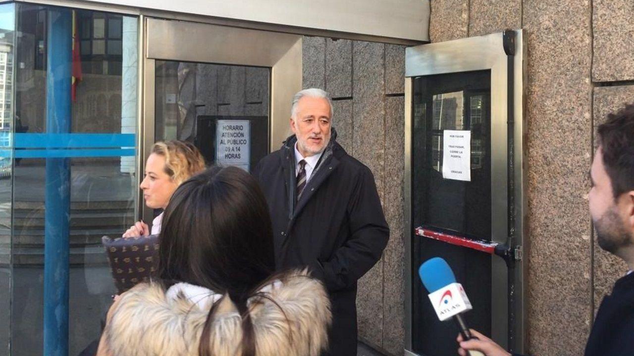 Miguel Reija, delegado en Galicia de Loterías del Estado, tras declarar ante el juez por el caso del boleto de A Coruña