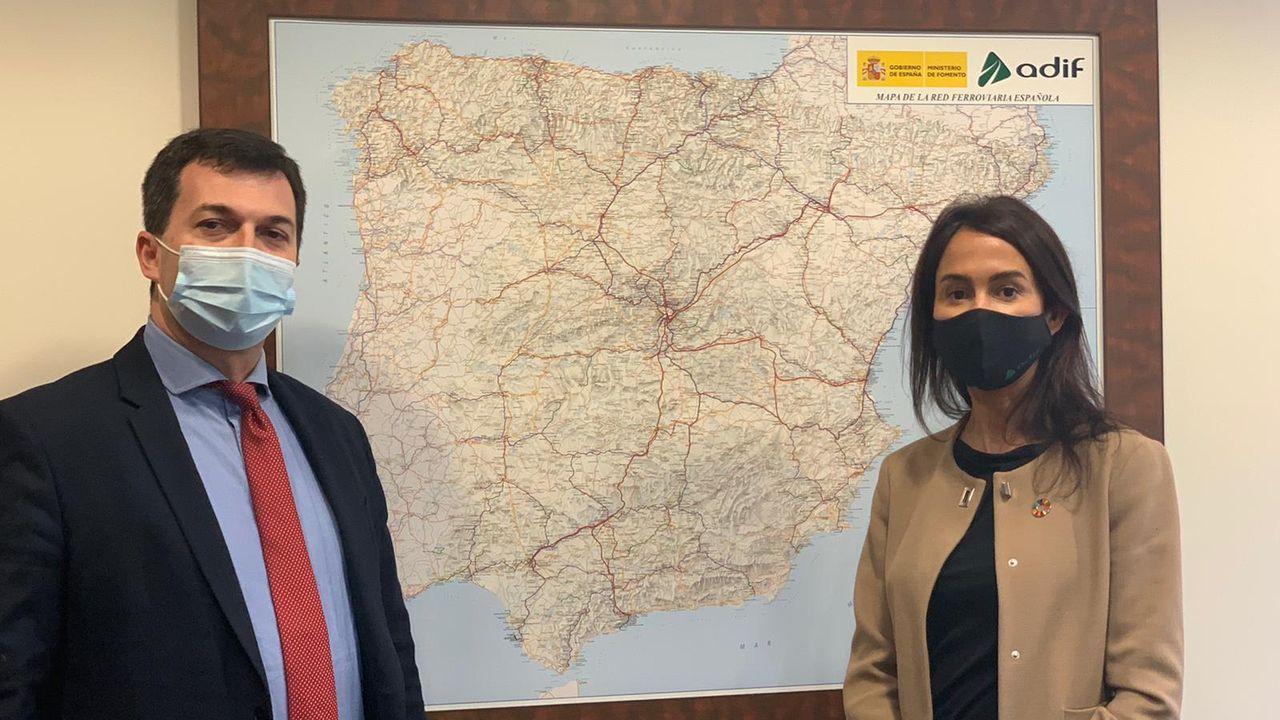 Gonzalo Caballero e Isabel Pardo de Vera, ayer en la sede del ADIF