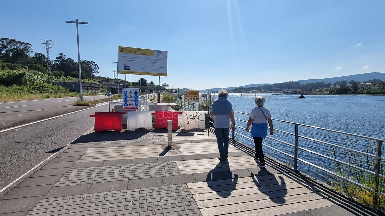 El primer tramo del paseo peatonal a Marín está acabado, pero cerrado al tránsito al no haberse entregado la obra