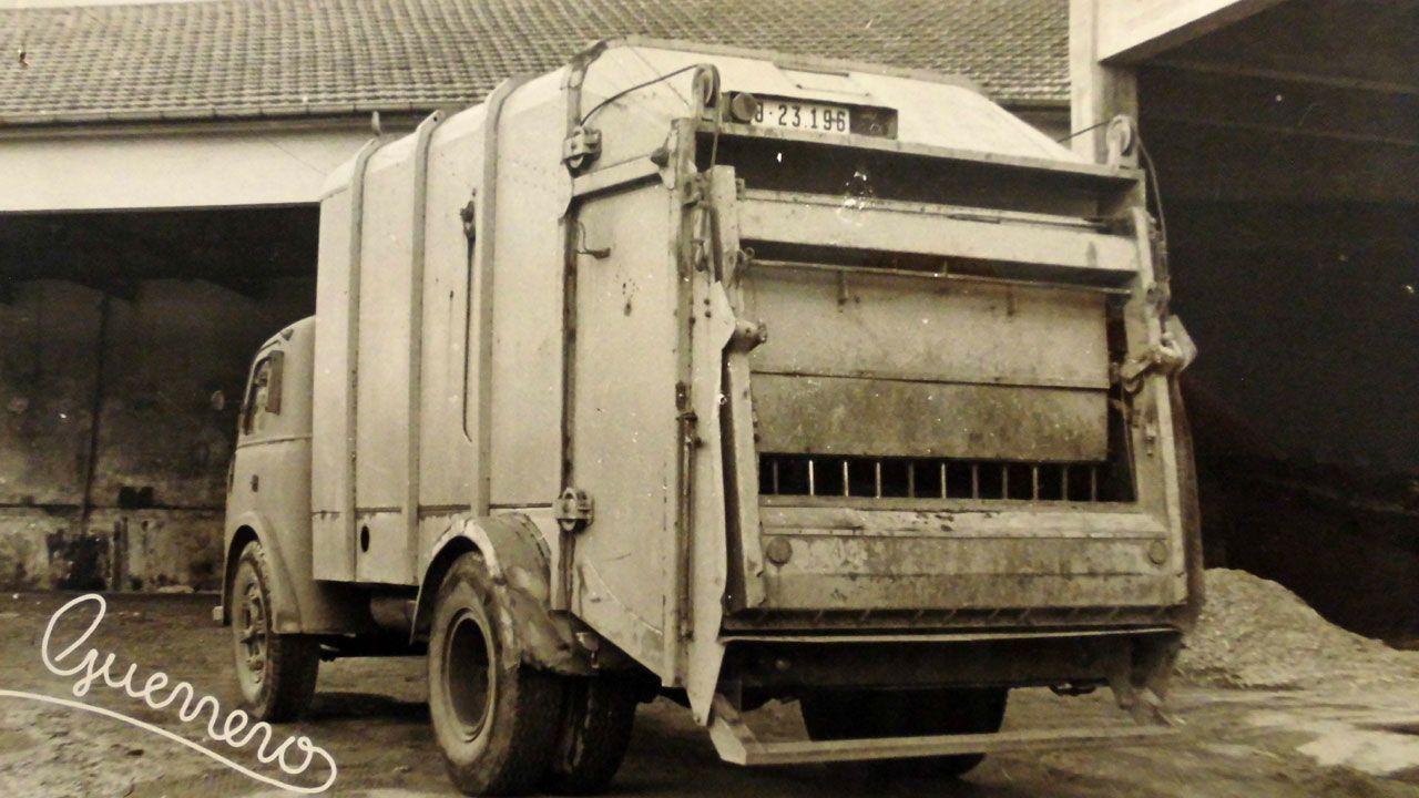 Imagen del primer camión recolector de basuras moderno del que dispuso el Municipio de Gijón