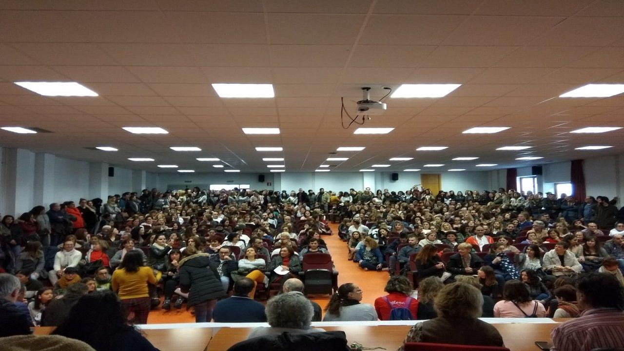 Asamblea en Oviedo de los trabajadores de supermercados