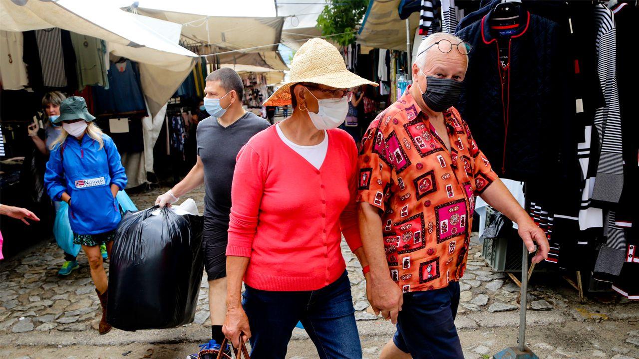 Vendimia en tiempos de coronavirus.Turistas en el mercado de Valença