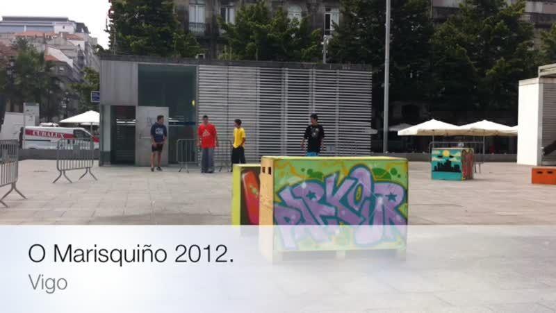 Festival de cultura urbana O Marisquiño en Vigo.A la izquierda, un plano general de una de las zonas de acampada, perjudicadas todas por el barro; a la derecha, la zona de lavaderos y servicios.