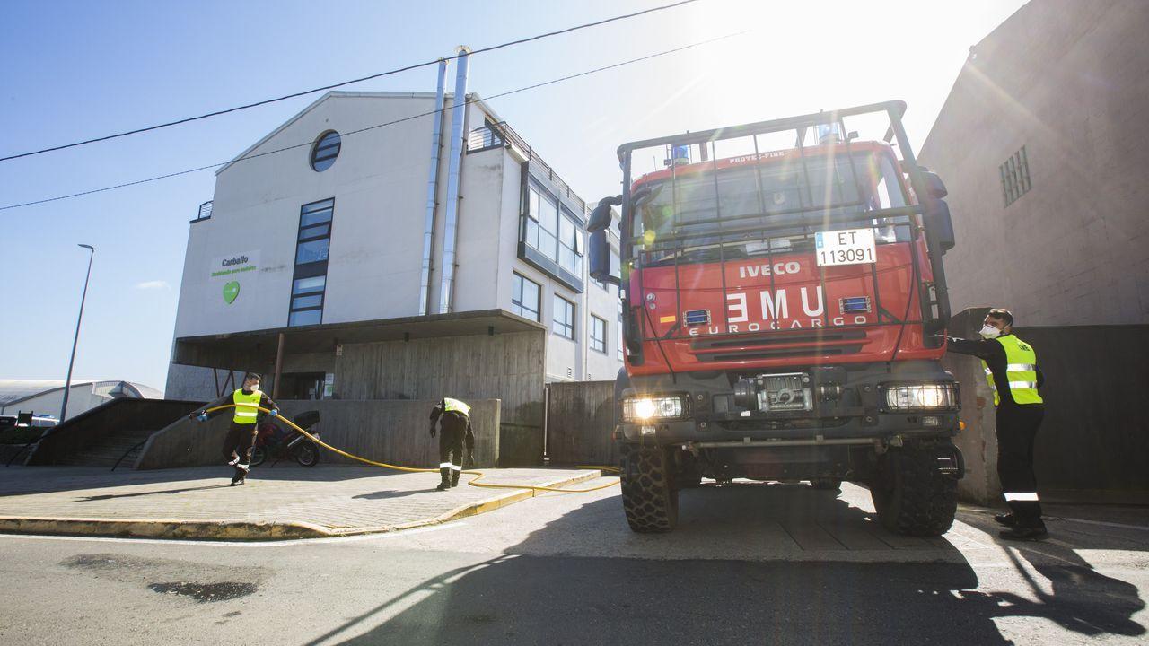La Brilat desinfecta el asilo de Caldas.Efectivos de la Unidad Militar de Emergencias UME, se preparan para iniciar las labores de desinfección del hospital de Cabueñes de Gijón