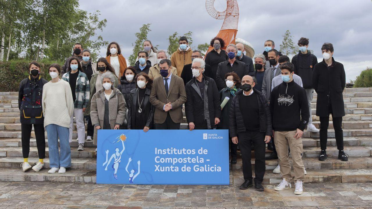El Festival Internacional de Xardíns abrió sus puertas.A Banda da Loba actúa en el espectáculo «Por Xela»