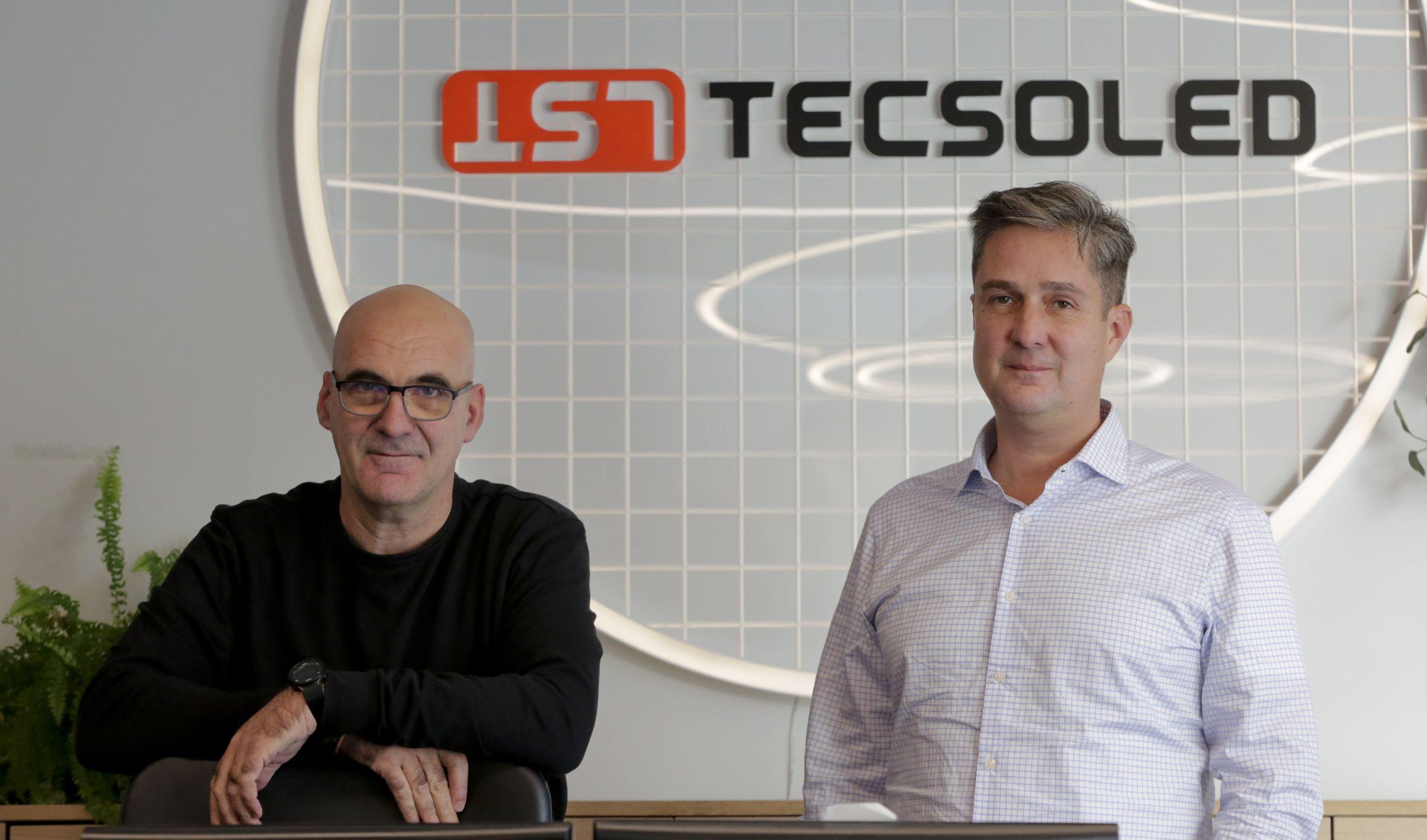 Mario Martínez, a la izquierda, y Hugo Hernández, son los dos socios que dirigen Tecsoled
