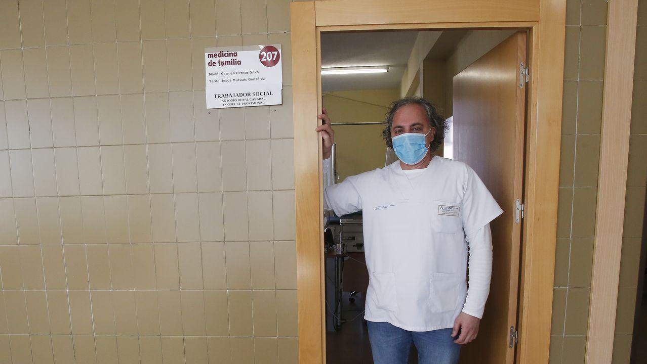Antonio Doval, trabajador social sanitario en el centro de salud Virxe Peregrina de Pontevedra