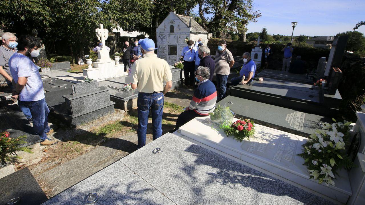 Manuel María está enterrado no cemiterio de Outeiro de Rei