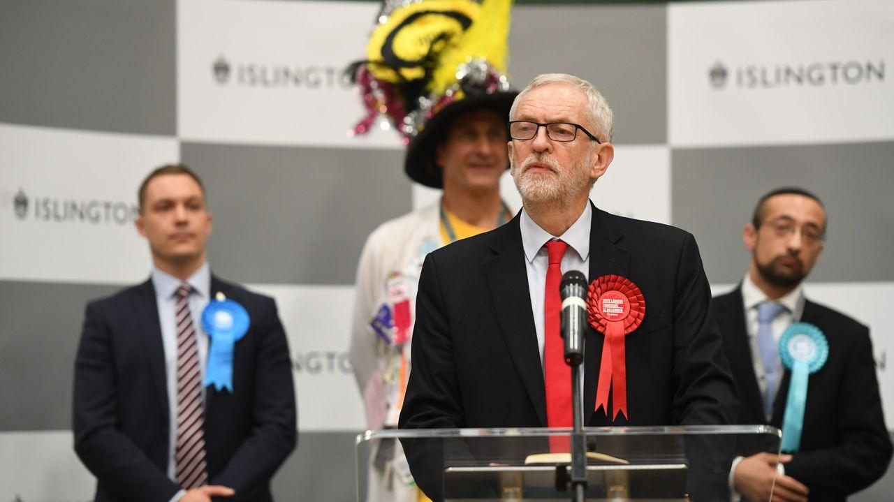 De la victoria pasamos a la derrota. En la imagen, Jeremy Corbyn, el líder del Partido Laborista, tras su duro revés en las urnas