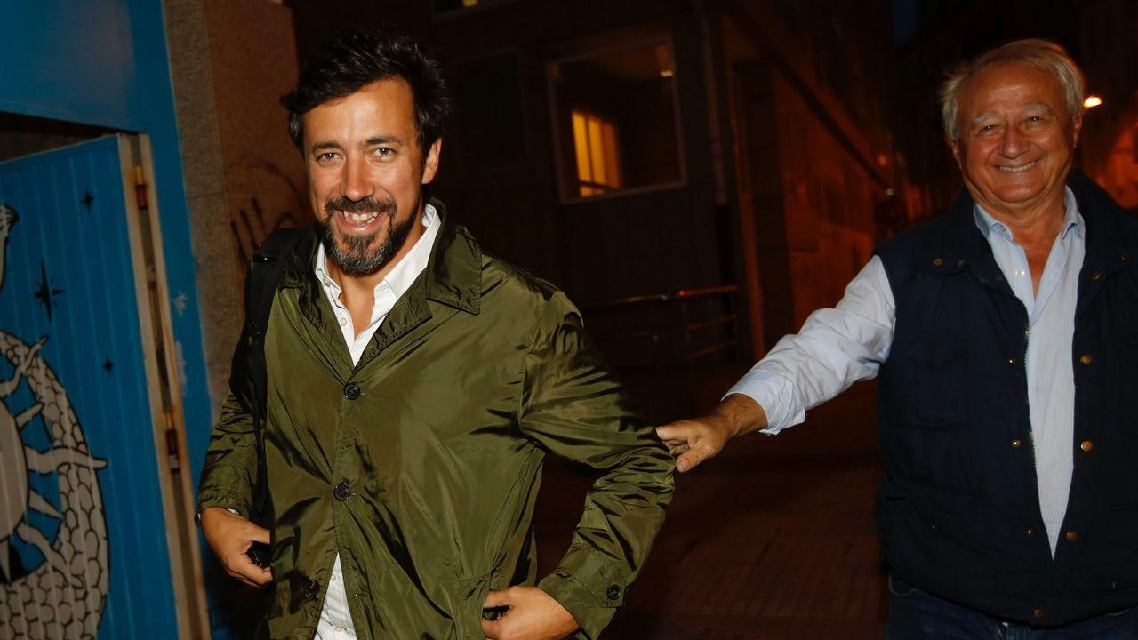 Comparece Gómez-Reino, el nuevo líder de Podemos Galicia.El alcalde de Santiago se reunió ayer con miembros de la candidatura de los críticos, «Entre Todas», con la que admitió sentirse «máis situado»