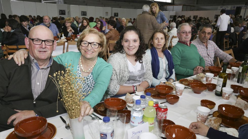 La comida celebrada ayer en el pabellón de Baio congregó a más de medio millar de comensales.