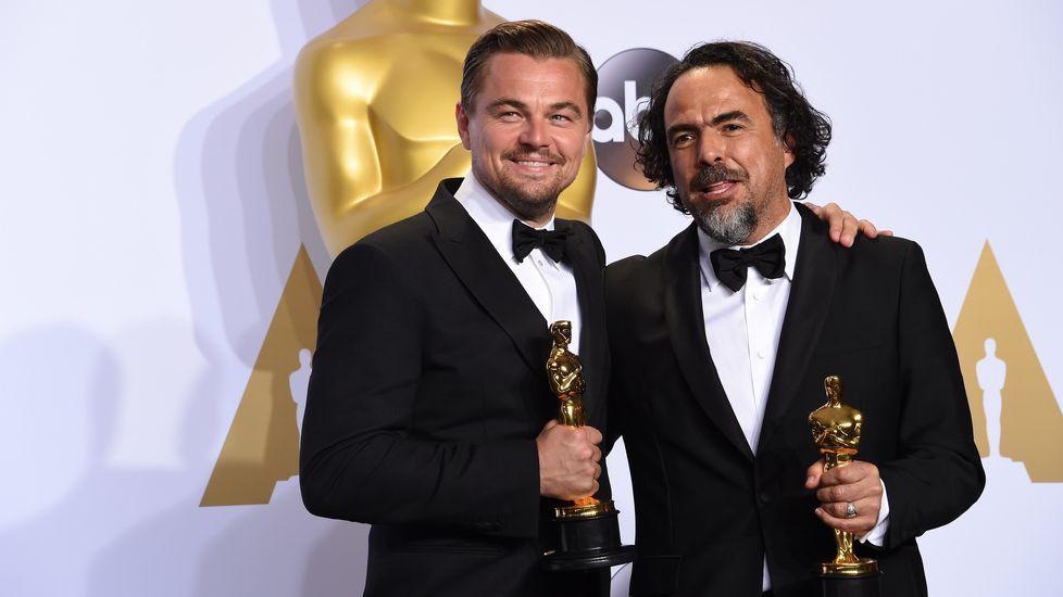 Leonardo di Caprio y Alejandro González Iñárritu, con sus Oscars