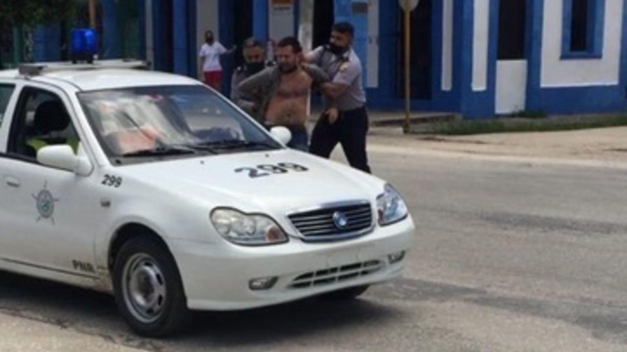 María Páez puede localizar a sus vacas gracias a los collares con GPS.Arian González fue arrestado, presumiblemente el lunes 12 de julio, en la provincia de Villa Clara (Cuba)