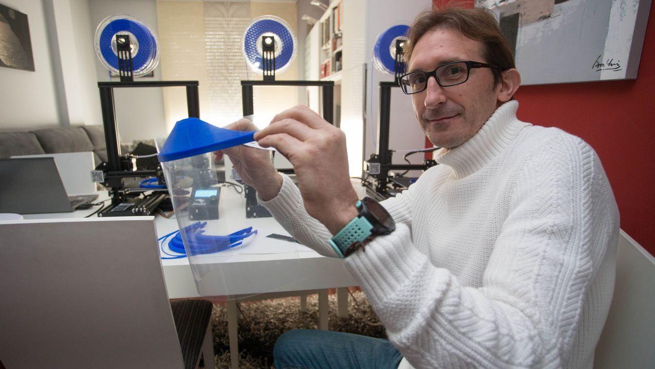 Javier Fernández ha adquirido tres impresoras 3D con las que fabricar viseras de protección para los sanitarios.Los Cines Cristal están cerrados desde el 14 de marzo