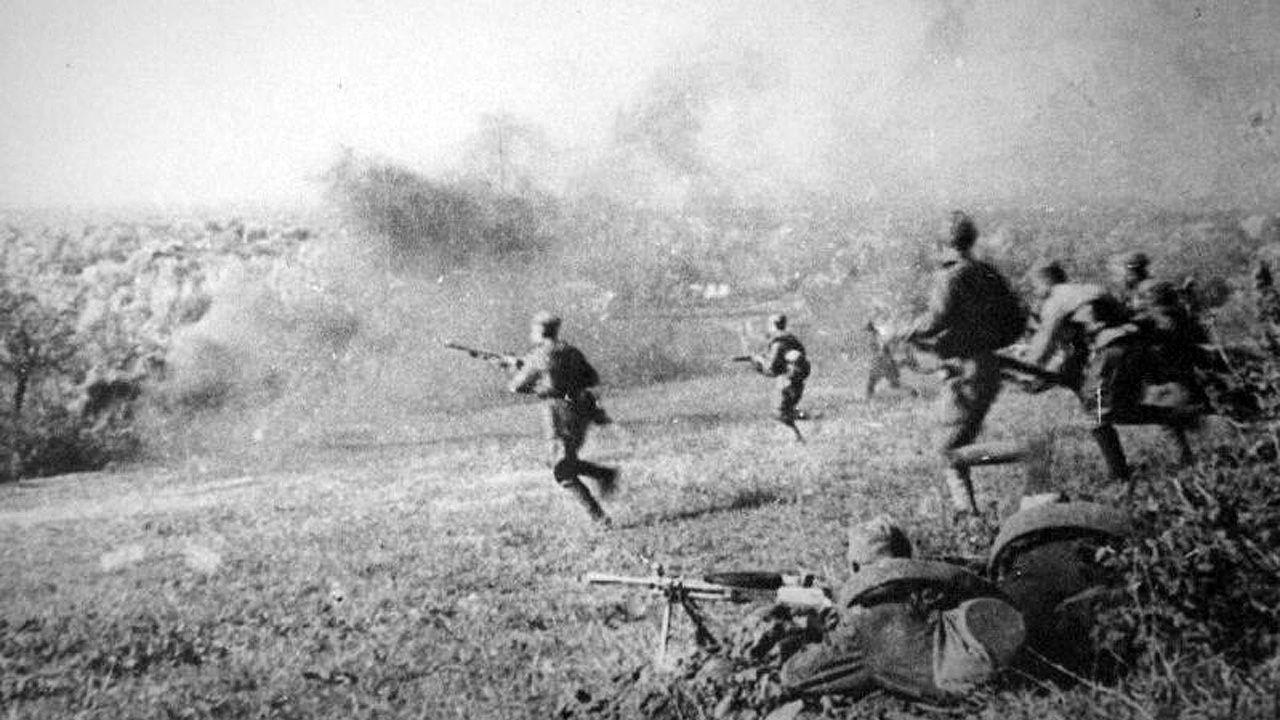 Tropas rusas cargan en la batalla Krymskaya (Ucrania). El combate duró desde el 29 de abril de 1943 al 4 de mayo de 1943. El asturiano Enrique Aguilar participó como teniente del Ejército Rojo infltrado en la retaguardia alemana