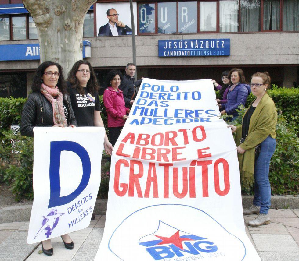 Los nacionalistas protestaron frente a la oficina del PP.