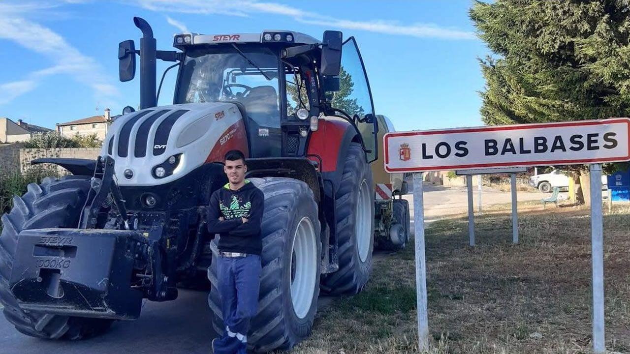 Agricultores de Mazaricos trabajan en la campaña de forraje en Castilla