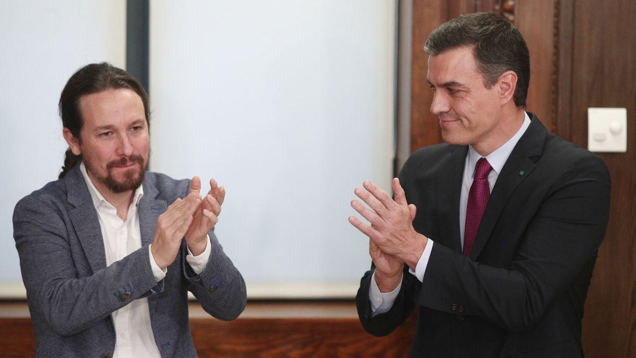 Tensión en el Congreso por la intervención de la portavoz EH Bildu.Pedro Sánchez y Adriana Lastra, poco antes del comienzo de la sesión de investidura.