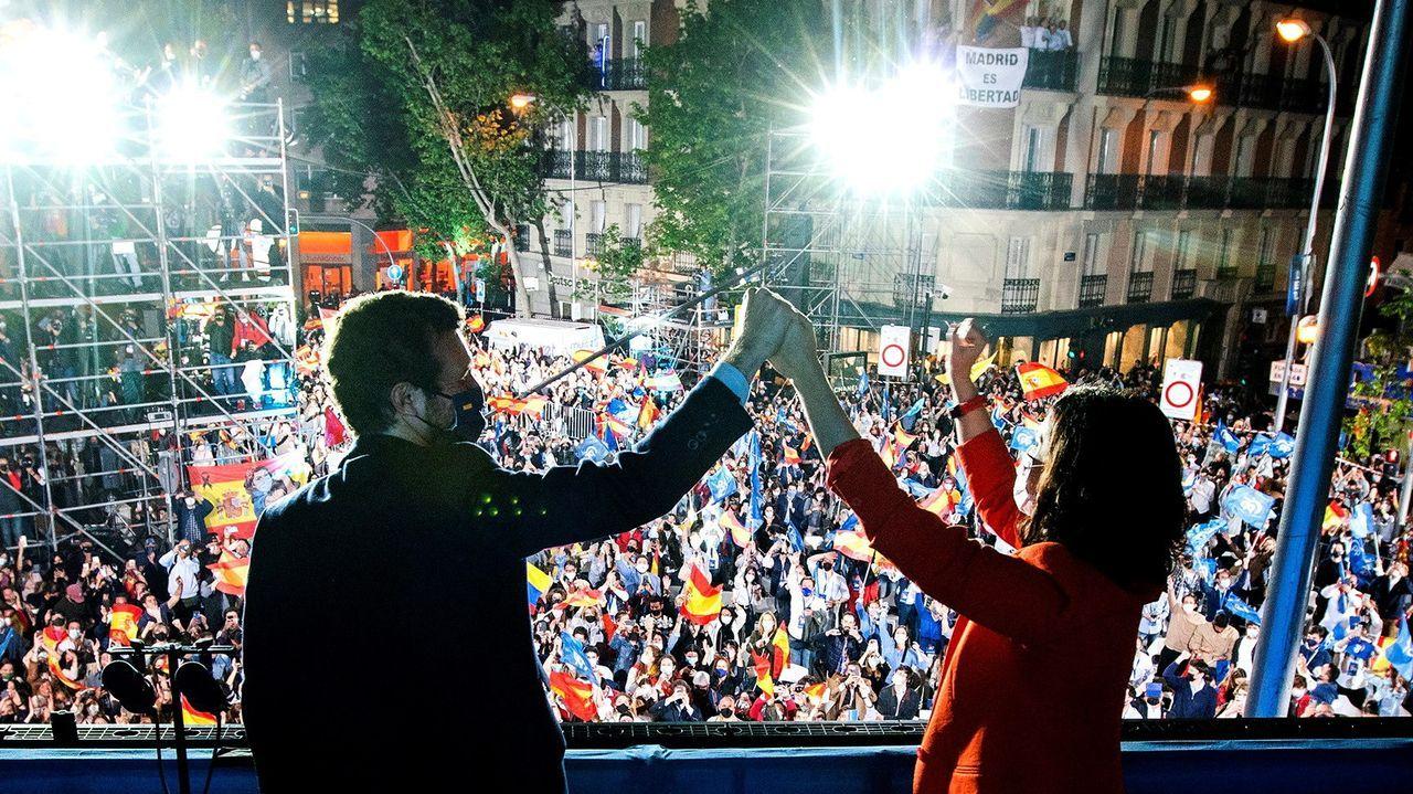 Pablo Casado e Isabel Díaz Ayuso, en el balcón de Génova