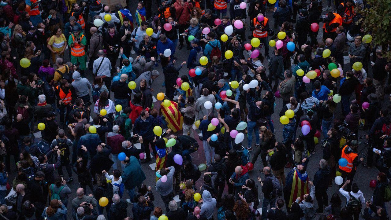 Así reciben en Vigo a los antidisturbios desplegados en Barcelona.Recibimiento en Vigo, el pasado día 23 de octubre, de agentes desplazados en Cataluña