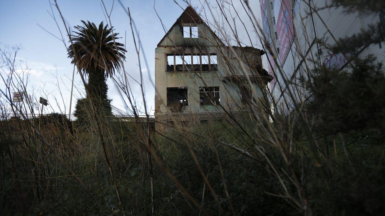 Arranca el cribado masivo en A Coruña.Estado en el que quedó casa Carnicero tras el incendio sufrido en verano