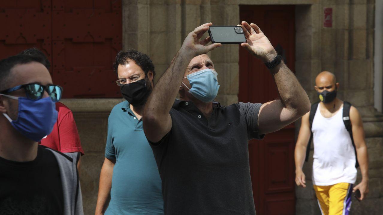 Los visitantes de zonas de riesgo que lleguen a Galicia tendrán que notificar el domicilio y el tiempo que estarán en la comunidad.O BNG celebrou na campaña un acto na Quintana entre medidas de prevención sanitaria contra o covid-19