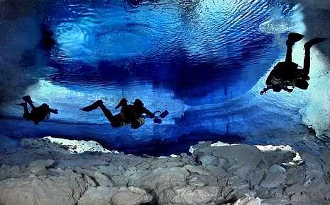 Espeleobuceo en la cueva del Dolç, en Mallorca.