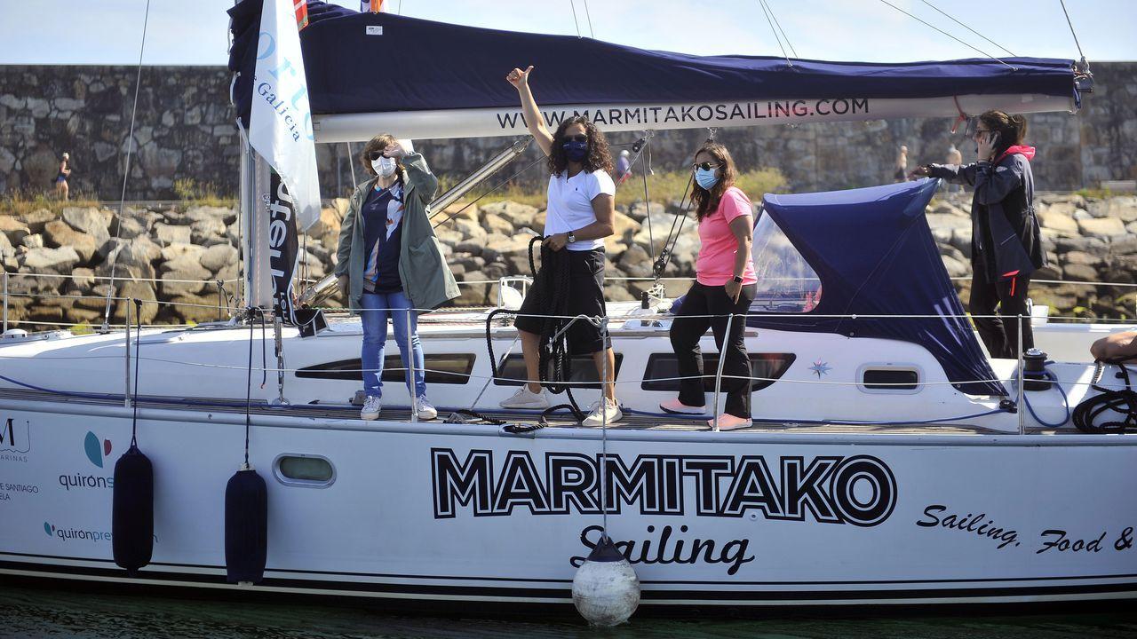 Trripulantes de Navega el Camino en el puerto de Marina Coruña