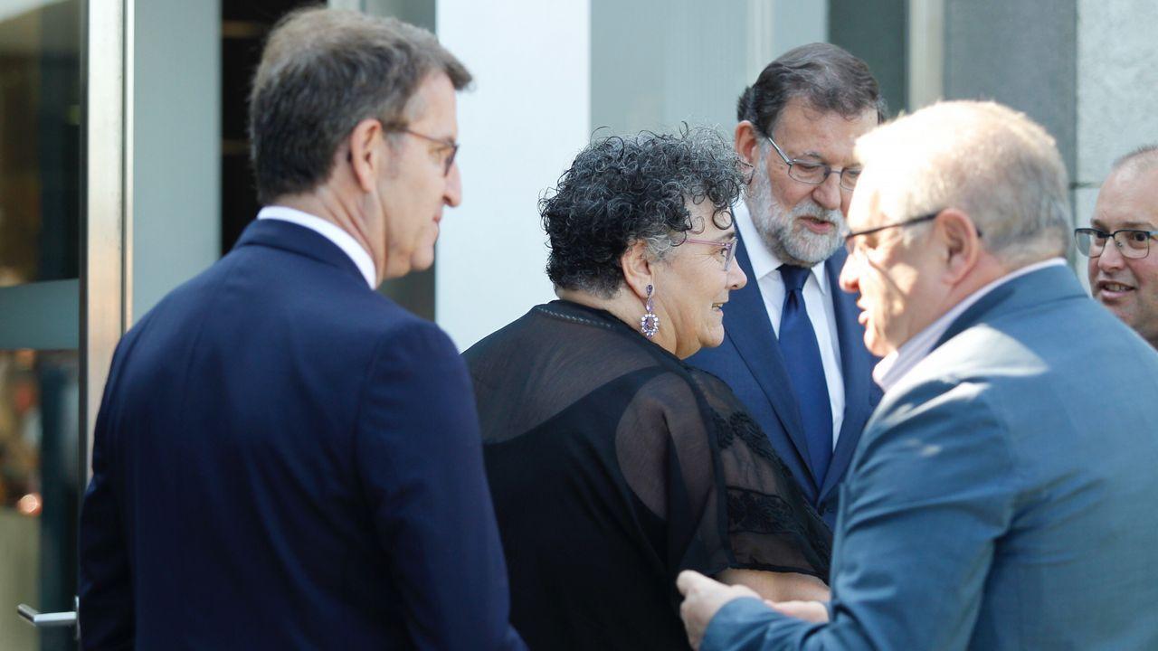 La valedora do Pobo, Milagros Otero, entre los representantes institucionales que han ido a Boisaca a dar su último adiós a Albor
