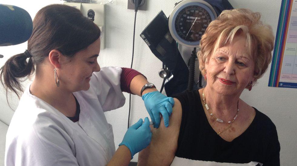 María Esther Pacios vacunándose contra la gripe.María Esther Pacios vacunándose contra la gripe