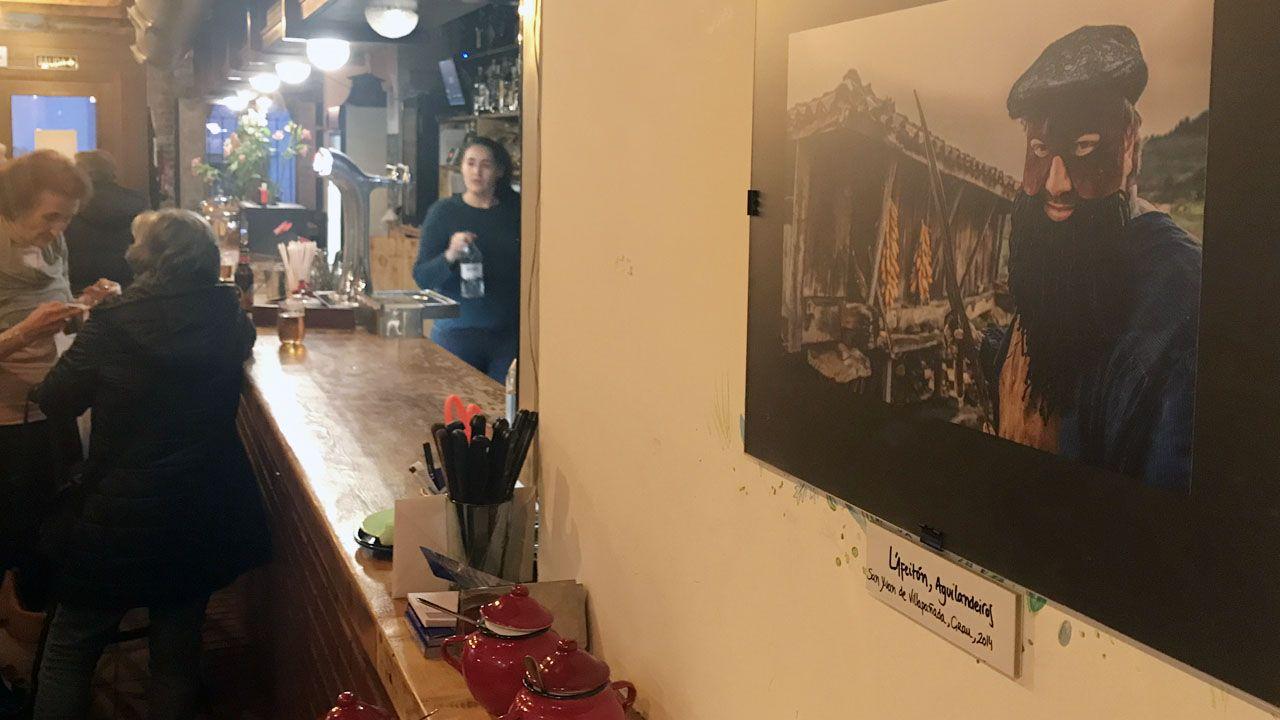 Una foto de San Xuan de Villapañada (Grado), en la exposición«Mazcaraes», del fotógrafo Iván G. Fernández.Una foto de San Xuan de Villapañada (Grado), en la exposición«Mazcaraes», del fotógrafo Iván G. Fernández