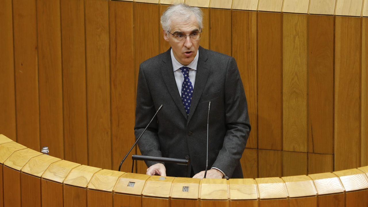 Francisco conde.La alcaldesa de Cee trasladó al comité de trabajadores y al resto de portavoces el contenido de la reunión