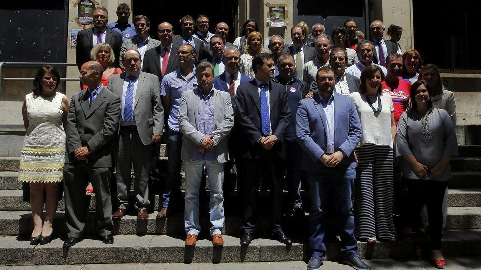 El Málaga-Deportivo, en fotos.Representantes del UGT y CCOO junto a diputados socialistas en el Congreso