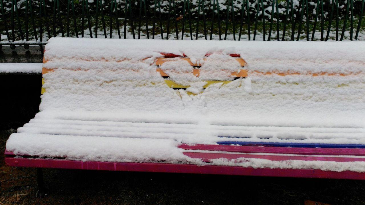 Nieve en Oviedo.Los bancos de la Escandalera con un manto blanco
