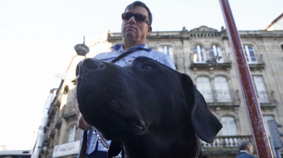 Antonio Fernández con su perro Garfio