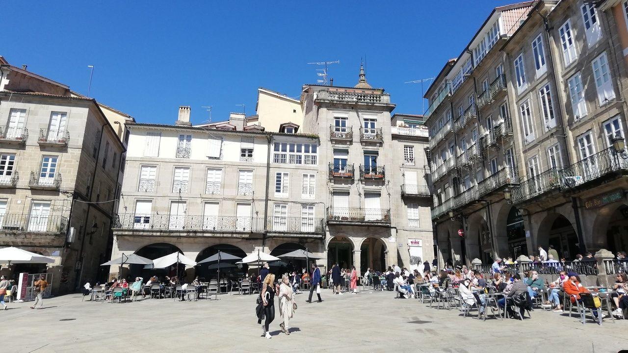 Las terrazas de la plaza Mayor de Lugo también estaban repletas.Así luce la Praza Maior de Ourense el segundo día de relajación de las restricciones