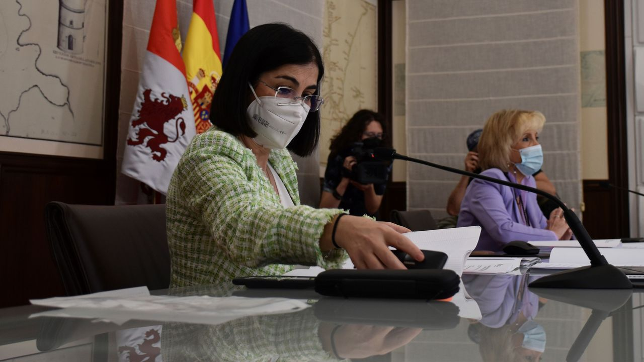 Jornada de vacunación masiva para los gallegos de entre 60 y 65 años.La ministra Darias con la consejera de Sanidad de Castilla y León, Verónica Casado, en el Consejo Interterritorial del Sistema Nacional de Salud celebrado en Valladolid