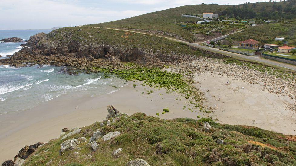 Playa de Retorta, en Boiro.Playa de Hucha, en ARteixo