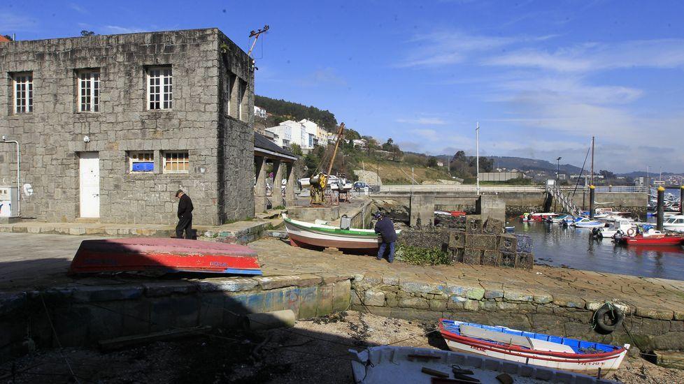 En la imagen, el edificio de A Graña y parte de los pantalanes