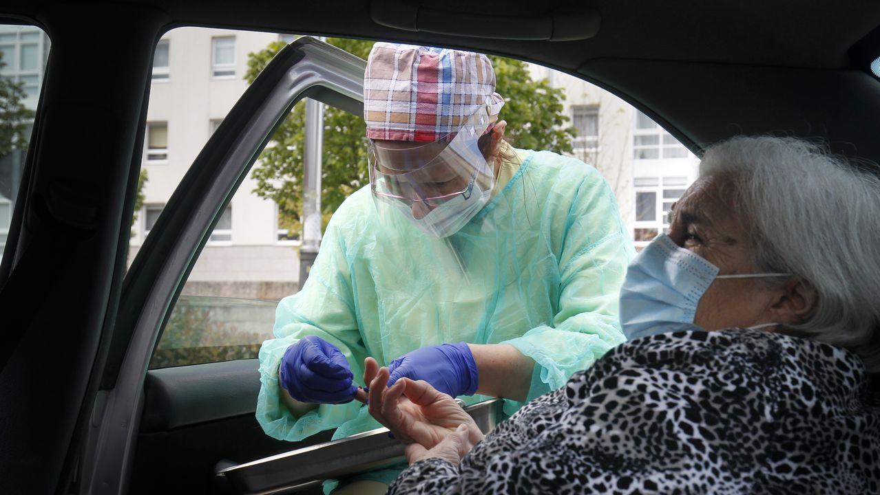 Sanitarios recuerdan a las víctimas en un hospital de Barcelona