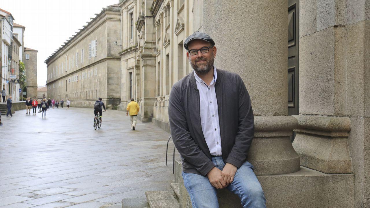 Martiño Noriega, frente a la facultad de Medicina de Santiago